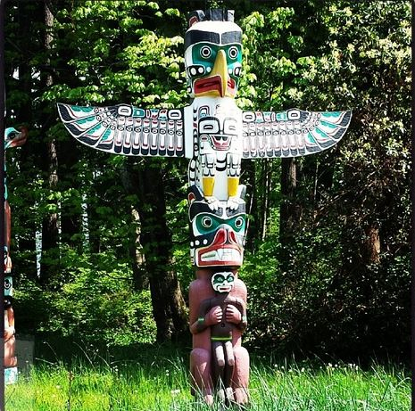Totem poles on the seawall cycle | Vancouver, BC | Canada