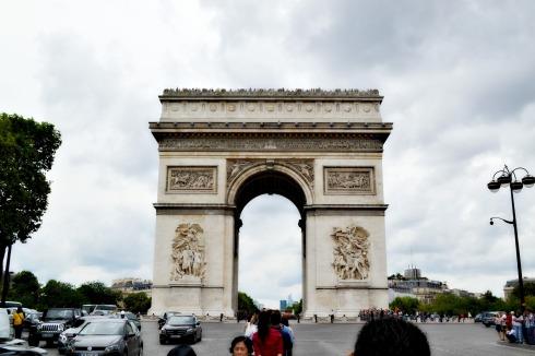 L'Arc de Triomphe on a grey Saturday